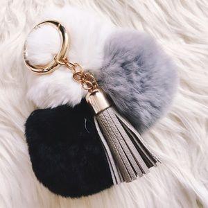 LAST 1! 🖤black gray & white fur tassel keychain!